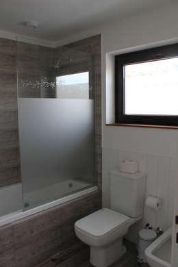 Baño SUite: Baños de estilo rústico por Knudsen Taddeo Arquitectura