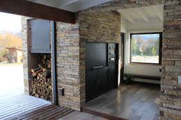Parrilla y Horno  a leña: Casas de estilo rústico por Knudsen Taddeo Arquitectura