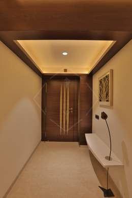 SKY DECK:  Corridor & hallway by SPACCE INTERIORS