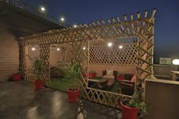 SKY DECK:  Terrace by SPACCE INTERIORS