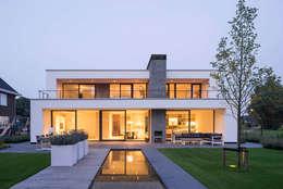 Achterzijde avond: moderne Huizen door Broos de Bruijn architecten