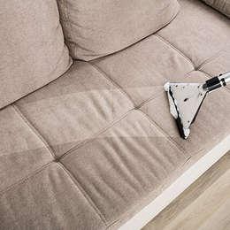 cuci sofa bandung:  Living room by SapuBersih.id