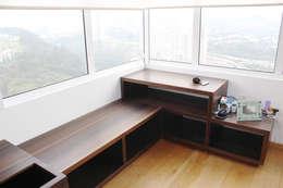 Espacio de guarda: Recámaras de estilo ecléctico por MSTYZO Diseño y fabricación de mobiliario