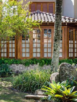 tropical Garden by Le Jardin Arquitectura Paisagística