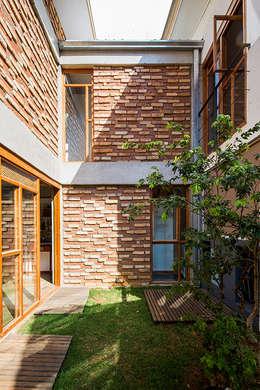 庭院 by Grupo Garoa Arquitetos associados