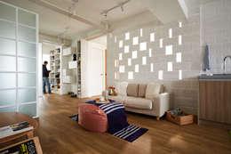 另一種光線的呈現營造不同的居家氛圍:  客廳 by 弘悅國際室內裝修有限公司