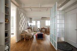 modern Living room by 弘悅國際室內裝修有限公司
