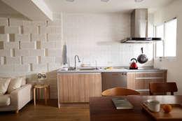 簡潔俐落的廚房滿足一家三口四隻貓的使用需求:  廚房 by 弘悅國際室內裝修有限公司