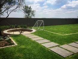 Jardines de estilo moderno por Acton Gardens
