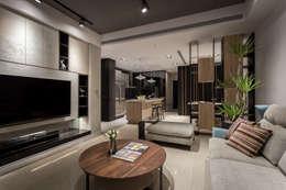 Phòng khách by Heng Yueh 恆岳設計