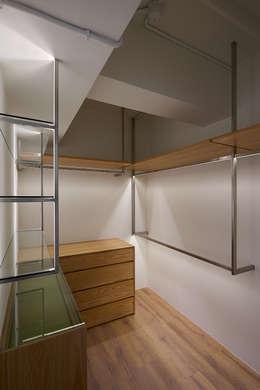 北歐X工業風!:  更衣室 by 好家空間設計工作室