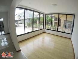 Projekty, nowoczesne Domy zaprojektowane przez Asap Home Builder