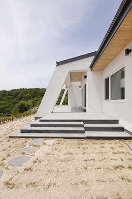 modern Houses by (주)그린홈예진