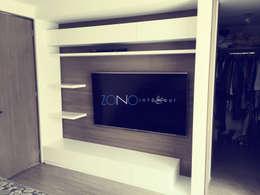 Sala multimedia de estilo  por Zono Interieur