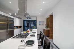 LC-02: Cocinas de estilo moderno por NIVEL TRES ARQUITECTURA