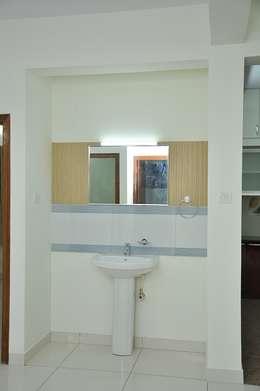 Bathroom entry: asian Bathroom by Scale Inch Pvt. Ltd.