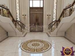 Pasillos y vestíbulos de estilo  por Luxury Antonovich Design