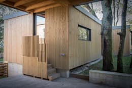 minimalistic Garage/shed by ADDOMO