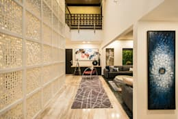 Lobby:  Corridor & hallway by Studio An-V-Thot Architects Pvt. Ltd.
