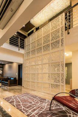 Jali:  Corridor & hallway by Studio An-V-Thot Architects Pvt. Ltd.