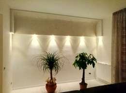 Salas de estilo minimalista por Luca Alitini