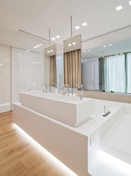 modern Bathroom by STIMAMIGLIO conceptluxurydesign