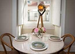 Le Consulat - Lisboa: Salas de jantar modernas por Architect Your Home