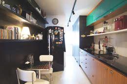 Cocinas de estilo moderno por Lelalo - arquitetura e design