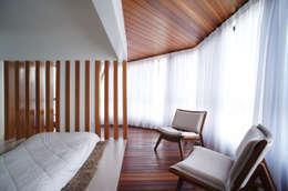 Dormitorios de estilo  por Lelalo - arquitetura e design