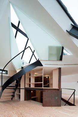 Pasillos y hall de entrada de estilo  por architects atelier ryo abe