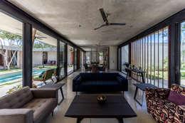 Livings de estilo moderno por Taller Estilo Arquitectura