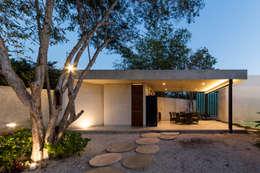 Paredes y pisos de estilo moderno por Taller Estilo Arquitectura