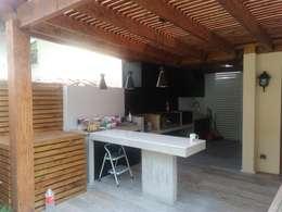 Mesones y techo de Quincho:  de estilo  por Tu Obra Maestra