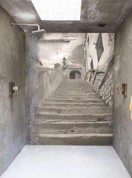 stairs: Bagno in stile in stile Eclettico di Creativespace