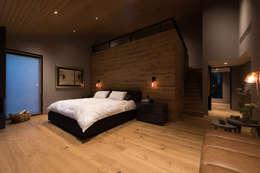 Casa AR: Recámaras de estilo moderno por ARCO Arquitectura Contemporánea