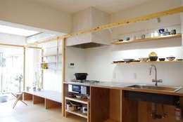 Frame House: ピークスタジオ一級建築士事務所が手掛けた家です。