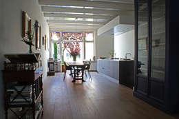 Cocinas de estilo ecléctico por studio architecture