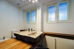 Apartamento Avenida António Augusto de Aguiar: Casas de banho ecléticas por NOVACOBE - Construção e Reabilitação, Lda.