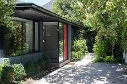 : Casas de estilo moderno por RENOarq