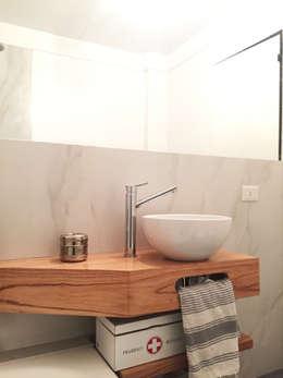 DESPUES- Baño:  de estilo  por Estudio CRUDO