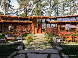 Projekty,  Korytarz, przedpokój zaprojektowane przez Helliwell + Smith • Blue Sky Architecture