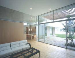 吉田の住宅: アトリエ環 建築設計事務所が手掛けたリビングです。