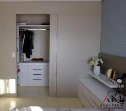 Vestidores y closets de estilo moderno por Aline Menin Arquitetura