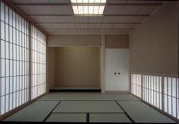 和室(茶室): 株式会社ラウムアソシエイツ一級建築士事務所が手掛けた和室です。