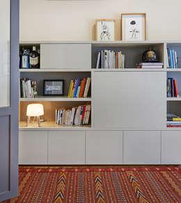 Projekty,  Domowe biuro i gabinet zaprojektowane przez THE ROOM & CO