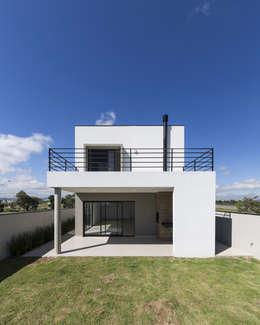 房子 by Taguá Arquitetura+Design