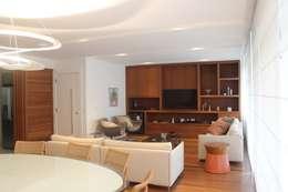Salas / recibidores de estilo moderno por daniela kuhn arquitetura