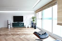 해외 휴양지 호텔같은 여름 인테리어 55평 아파트 실내 홈스타일링: 디자인 아버의  거실