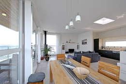 Floating Architecture WKH 100 Obergeschoss: moderne Esszimmer von büro13 architekten