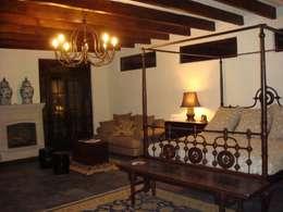 Recamara de visitas: Recámaras de estilo colonial por D&C Arquitectos